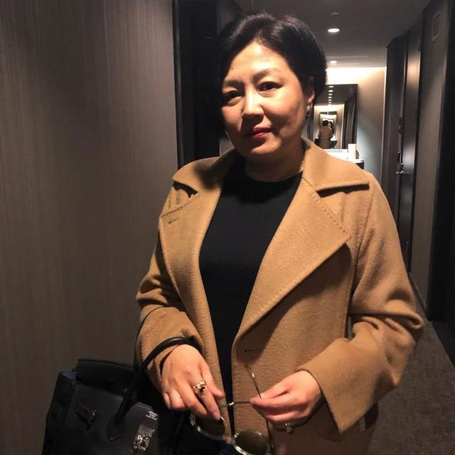 李咏去世7个月后哈文曝近照 心态平静婚戒未取