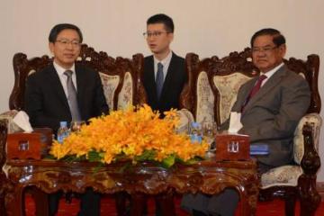 中国驻柬埔寨大使王文天拜会柬副首相兼内政大臣韶肯