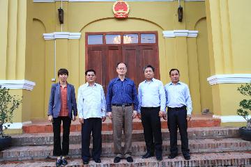 中国驻琅勃拉邦总领事黎宝光会见南塔省公安厅宋赛厅长一行