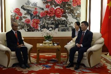 中国驻泰国大使吕健会见泰中战略研究中心主任苏拉西上将