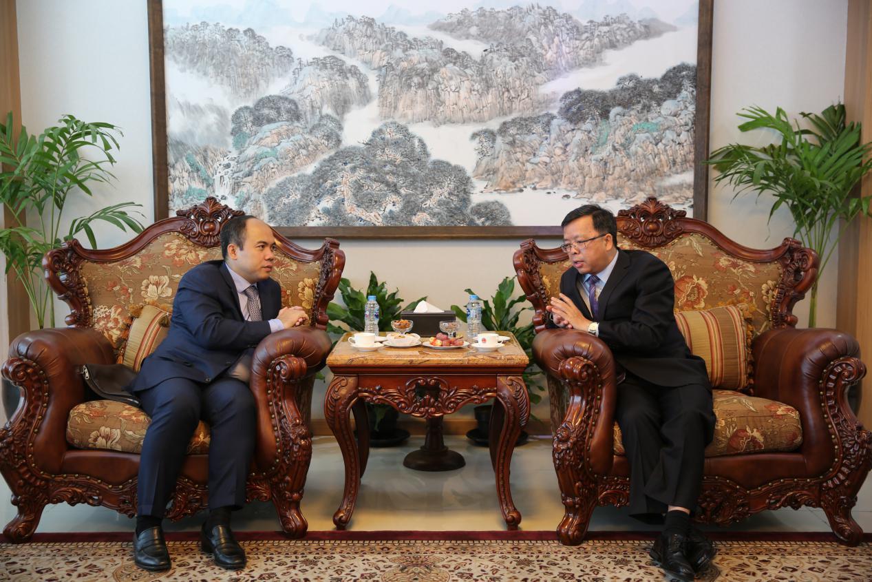 中国驻东盟大使黄溪连会见柬埔寨籍东盟副秘书长康富