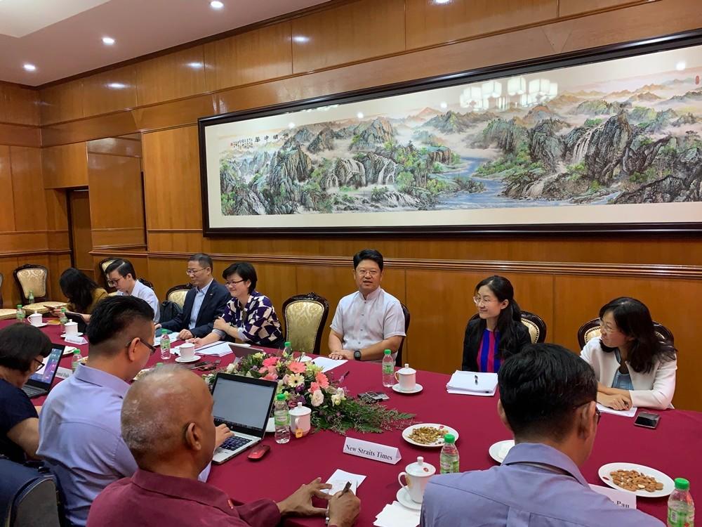 """中国驻马来西亚大使举行媒体圆桌会 介绍""""一带一路""""进展"""