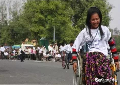 柬埔寨教育部向残疾学生提供大学全额奖学金