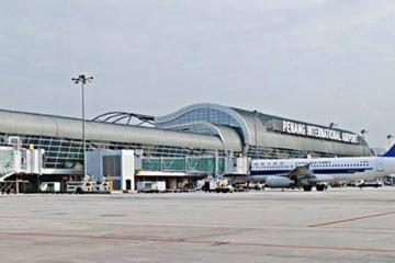 """槟城机场一印尼男子藏在飞机轮胎欲""""蹭机""""被捕"""