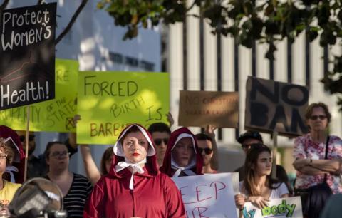 """全美最严苛""""反堕胎法""""诞生    强奸或乱伦受害者禁止堕胎"""
