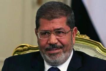 埃及前总统穆尔西在法庭上昏厥后去世