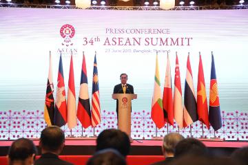 东盟各国领导人一致同意推动年内完成RCEP谈判