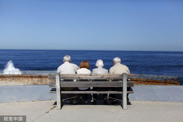 因为钱不够花   近四分之一美国人不打算退休