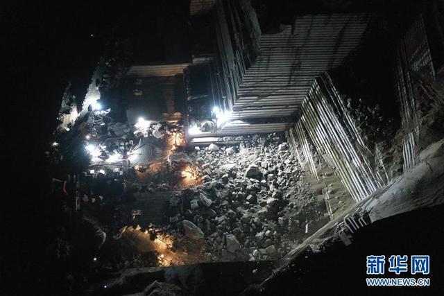 中国广西岑溪市一矿山发生塌方  5人被埋
