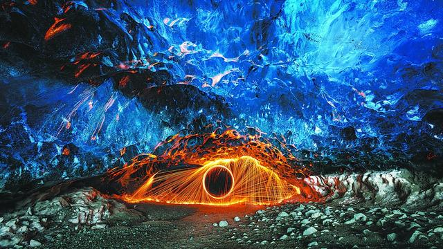 冰岛冰川公园冰与火的奇观