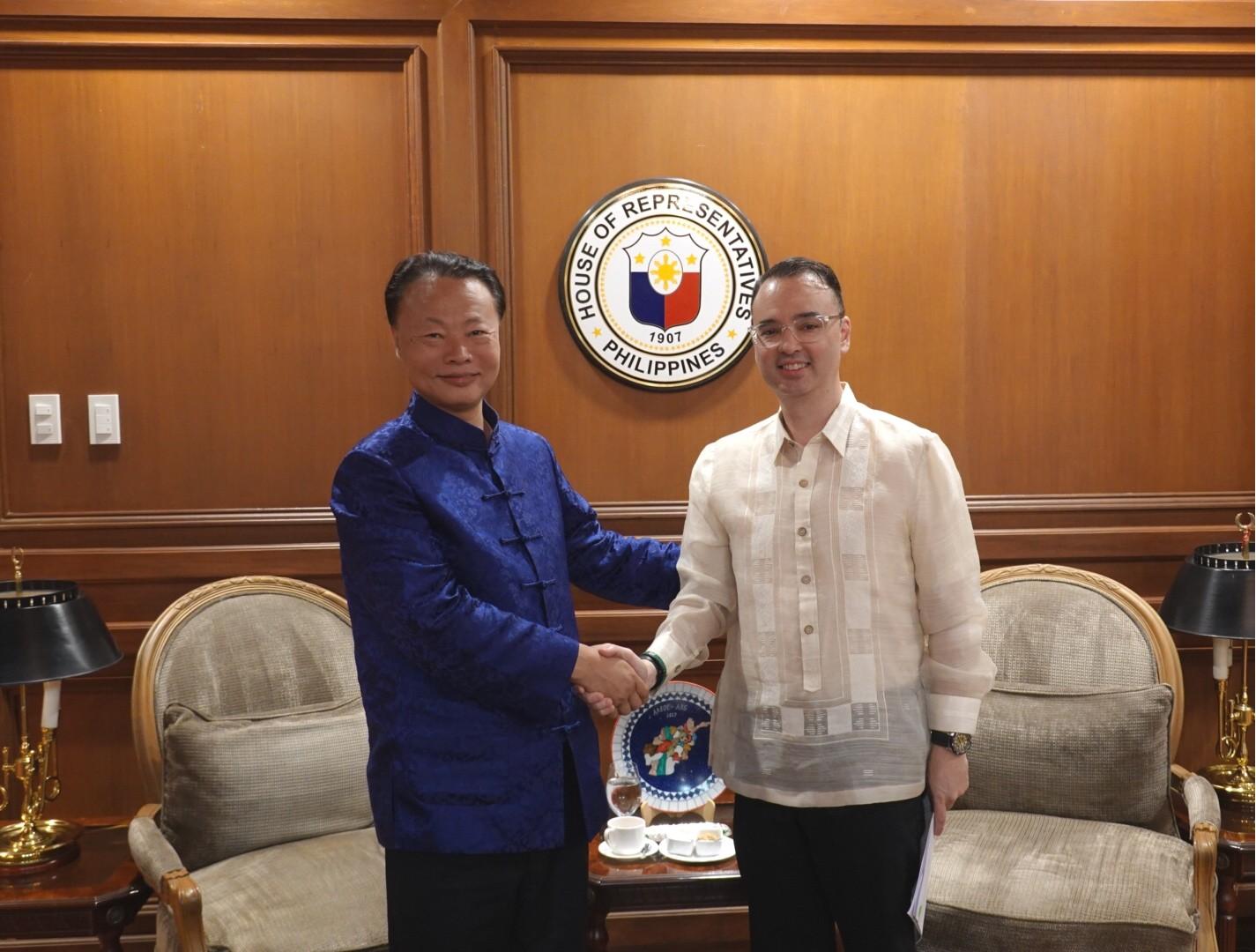 菲律宾前外长卡亚塔诺当选众议长 中国全国人大常委会委员长致贺电