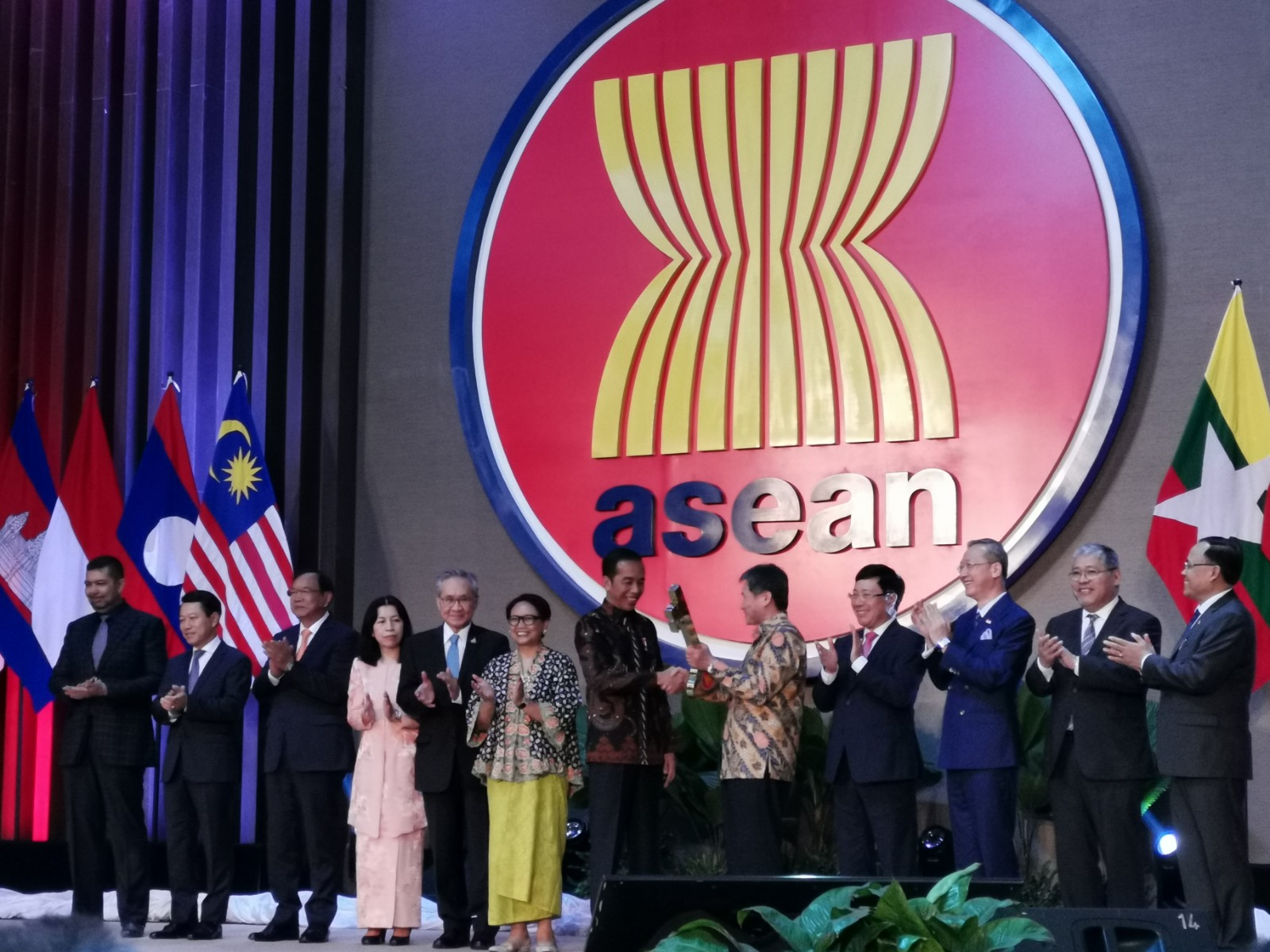 东盟秘书处新办公楼启用 印尼总统和东盟高官出席仪式