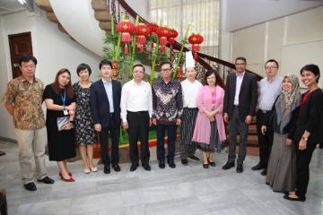 东盟副秘书长黄英俊体验中国外交官生活