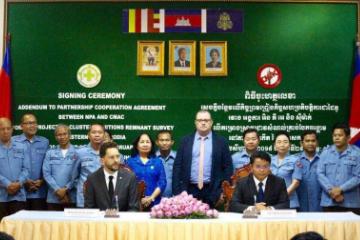 美国向柬埔寨提供42万美元用于寻找集束炸弹