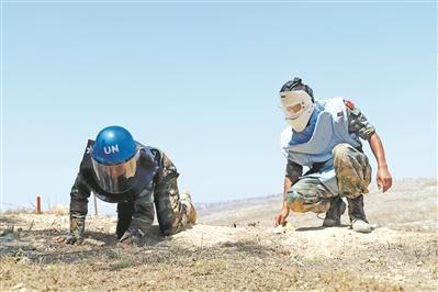 中国维和部队支援柬埔寨赴黎巴嫩执行扫雷任务