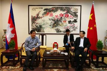 中国驻柬埔寨大使王文天会见柬国家税务总局局长关威宝