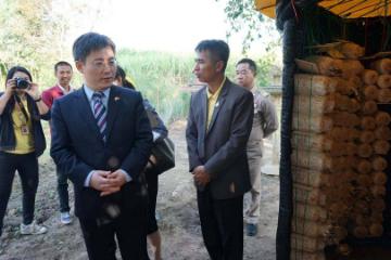 中国驻泰国大使吕健赴泰国地方基层开展扶贫调研
