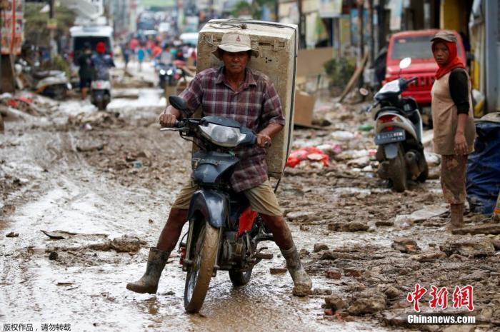 印尼雅加达洪灾遇难人数升至53人 17万人仍无法返家
