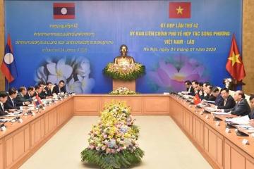 越南和老挝双边合作政府间联合委员会第42次会议召开