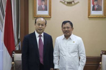 中国驻印度尼西亚大使肖千拜会印尼卫生部长德拉万