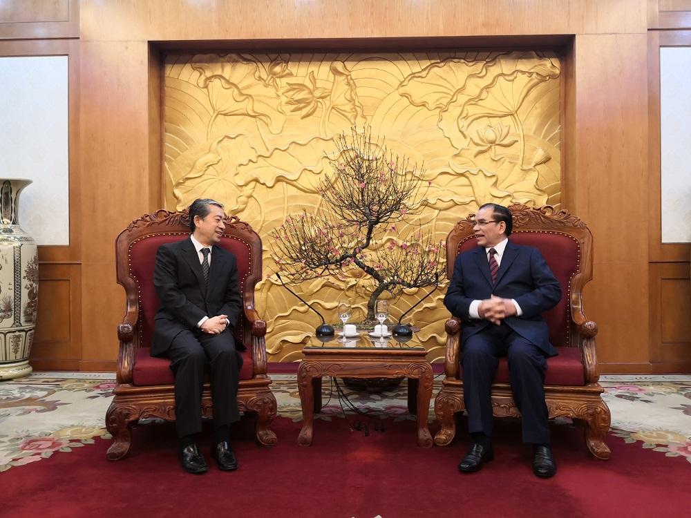 中国驻越南大使熊波看望前越共中央总书记农德孟