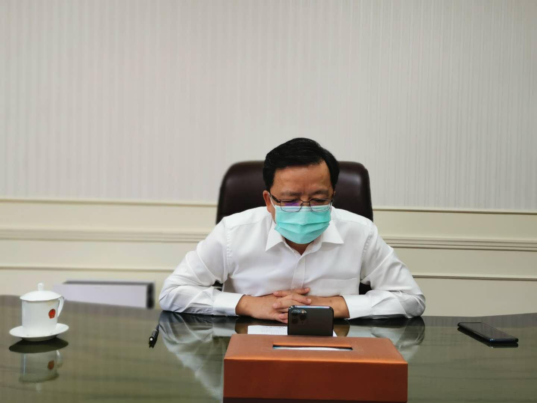 中国驻菲律宾大使与菲华社负责人决定成立华社抗疫委员会