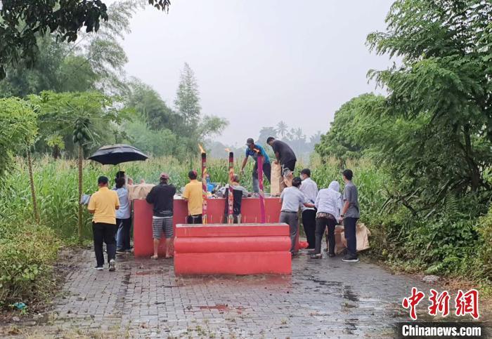 印尼华人疫情下秋季祭祖