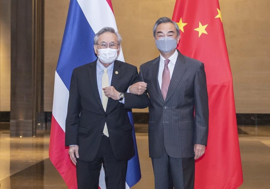 """中国外长王毅会见泰国副总理兼外长 推动共建""""一带一路"""""""